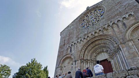 Fachada de la iglesia de Santo Estevo de Ribas de Miño -en O Saviñao-, uno de los diez monumentos de la Ribeira Sacra lucense que ingresarán en el itinerario cultural