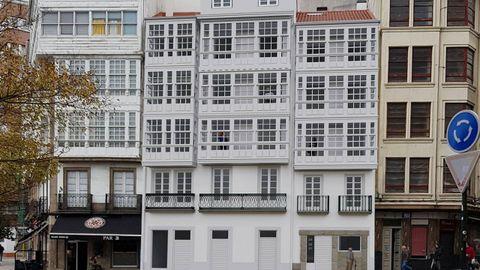 Fachada del edifico Anzor Coruña, en el Campo da Leña