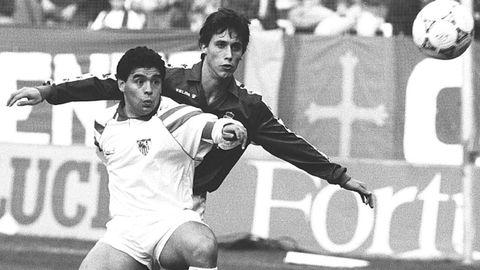 Luis Manuel y Maradona, en el Oviedo-Sevilla de 1992