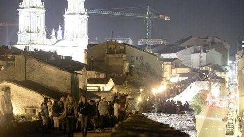 San Froilán del 2007, el adarve de la Muralla convertido en un gran botellón