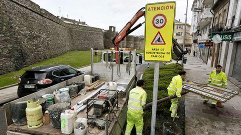 Un paso para la peatonalización, la limitación a 30 por hora junto a la Muralla