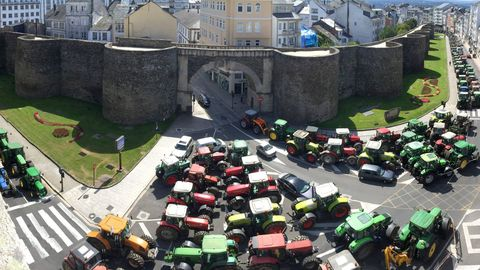 Entre finales del 2015 e inicios del 2016 los tractores ocuparon la Ronda da Muralla