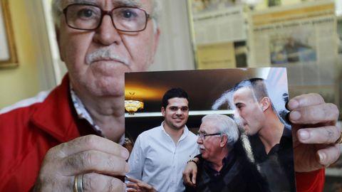 Amoedo, con otra foto de su fiesta de 70 cumpleaños junto a Agustín Álvarez.