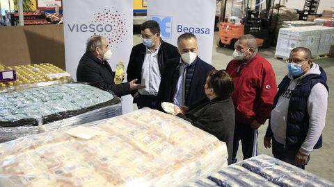 Directivos de Viesgo y Begasa con la presidenta del Banco de Alimentos de Lugo, Amadora Núlñez