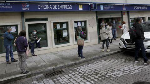 Colas en una oficina del paro de A Coruña