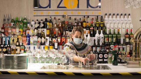 Los bares de Lugo se preparan y ultiman los preparativos para la reapertura de mañana