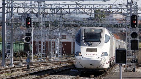 Para ir de Lugo a Barcelona hay que coger un media distancia y luego hacer transbordo con el Alvia que llega a Monforte