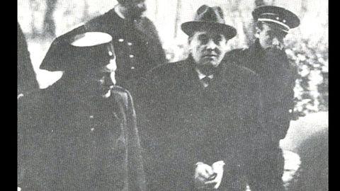 El dirigente socialesta Ramón González Peña y líder de la revolución del 34, detenido. Sería condenado a muerte y luego, conmutada la pena por cárcel. Se exilió y murió en México en 1952
