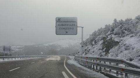 Nevada en la autovía A-52 alta de As Estivadas