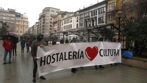 Hosteleros se concentran para reclamar la suspensión del cobro de la cuota de autónomos