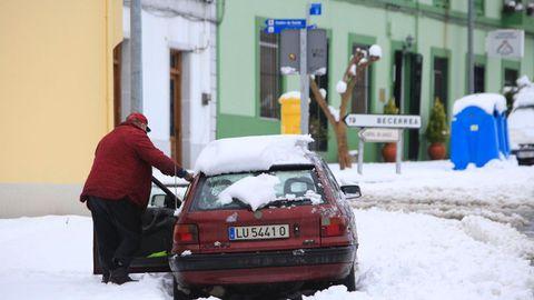 La nieve empezó a remitir en las zonas más bajas en la mañana de este sábado