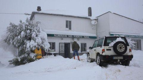En zonas de Pedrafita do Cebreiro y Triacastela nevó con intensidad