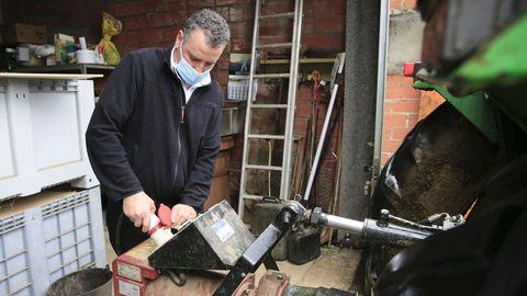El propietario del restaurante Moneda en Baleira, que tuvo que utilizar un generador para suplir el suministro eléctrico