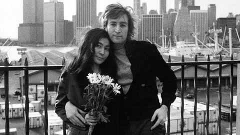 Lennon y Ono en Nueva York, durante una escena del documental «Lennon NYC» de la serie «American Masters»