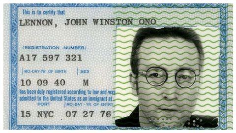 Tarjeta Verde (Tarjeta de residencia) de Lennon expedida el 27 de julio de 1976 en Nueva York