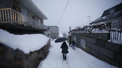 El temporal de nieve persiste en la montaña lucense
