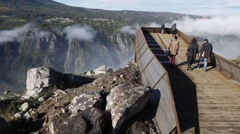 Mirador de Cividade, situado en lo alto del cañón del Sil, a varios cientos de metros sobre el río