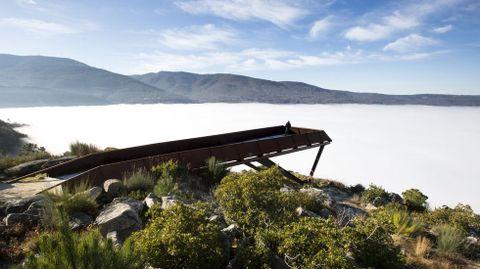 El mirador de Cividade, sobre la niebla que cubre el cañón del Sil