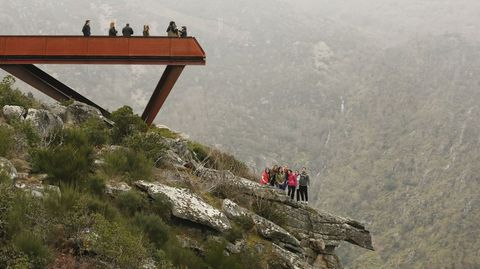 Turistas en el mirador de Cividade