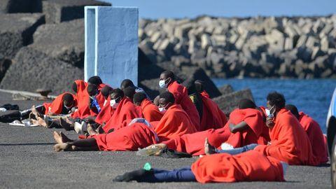 Varias decenas de inmigrantes llegaron el martes a La Restinga, en la isla de El Hierro