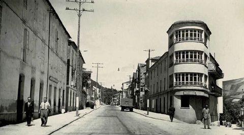 Foto histórica de Becerreá dos anos 50, no tempo en que se celebrara a feira do 12