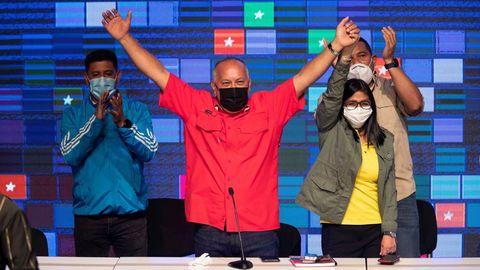 Diosdado Cabello y Delcy Rodríguez celebran los resultados de las cuestionadas elecciones en Venezuela