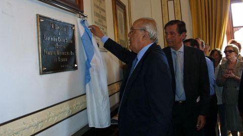 Leopoldo Calvo-Sotelo, descubriendo una placa en el homenaje por haber sido nombrado marqués de la ría de Ribadeo