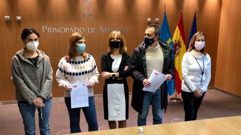 Los firmantes del acuerdo presupuestario de PSOE e IU