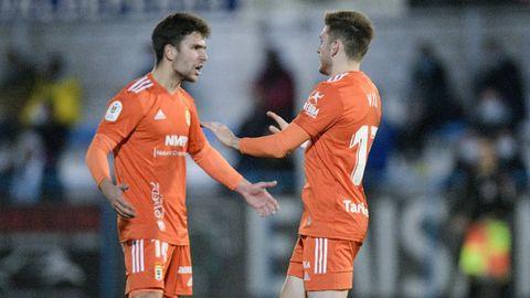 Jimmy y Viti celebran uno de los tantos del Oviedo al Coria