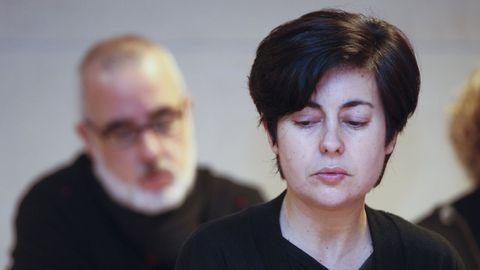 Rosario Porto, delante de su exmarido, Alfonso Basterra, durante el juicio por el crimen de Asunta