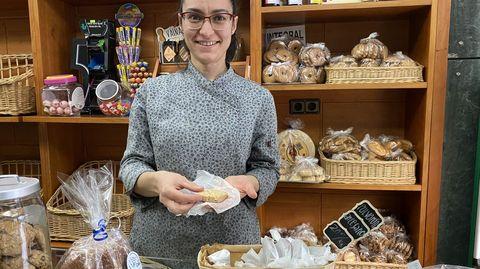 Zaida Caneda elabora polvorones artesanos de almendra y chocolate