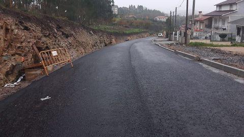 El nuevo vial de acceso a Monte Porreiro ya tiene una capa de asfalto