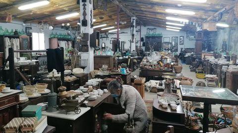 Almacén de Antigüedades Manuel Calzada, la tienda más histórica de Sarria, del 1962.