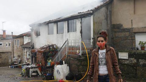 Pierde su casa en un incendio en Maside