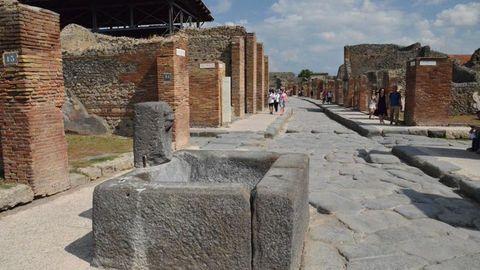 Ejemplos de conservación. En lugares tan señalados como Pompeya o Herculano se conservan las fuentes romanas, aunque dejaron de manar agua tras la erupción del Vesubio