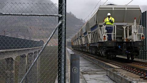 Prueba de carga en el viaducto de Teixeiras