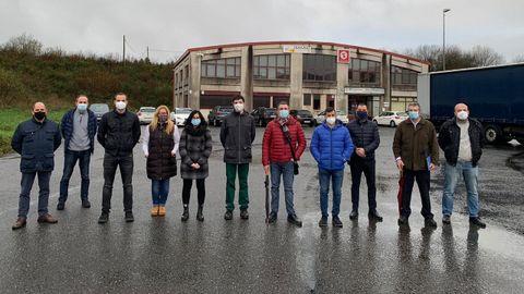 Los 14 trabajadores de Freire que se han quedado sin trabajo se concentraron ante la empresa que se encarga ahora del servicio