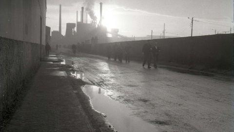 FEBRERU. Saliendo de trabayar de la Fábrica de Moreda, 1963