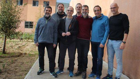 En la imagen, de izquierda a derecha, Jordi Cuixart, Oriol Junqueras, Jordi Turull, Joaquim Forn, Jordi Cuixart, Josep Rull y Raül Romeva