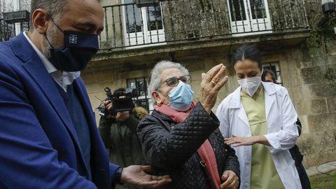 Nieves Cabo, de 82 años y residente en Porta do Camiño, se convirtió en la primera vacunada de toda Galicia