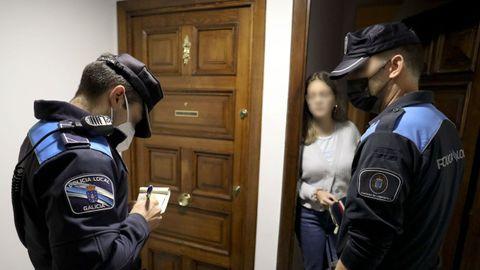 Agentes de la Policía Local de Santiago multan a la responsable de un piso en el que se estaba celebrando una fiesta y había exceso de ruidos