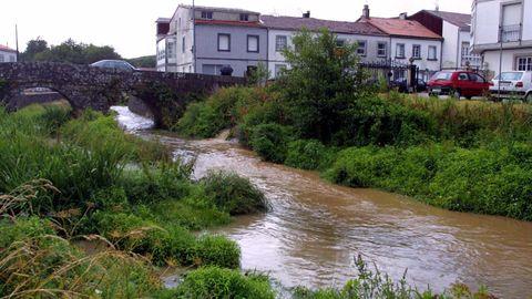 El río Sar, en una imagen de archivo, a su paso por la Colegiata