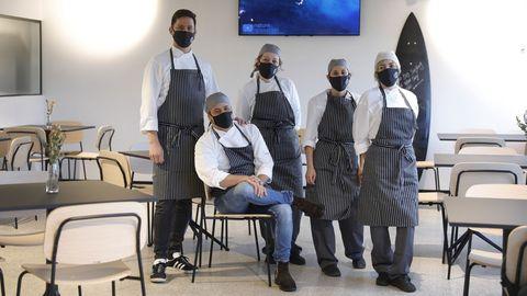 Parte del equipo de cocina del Gastrobar