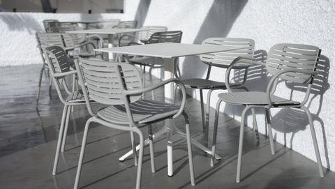 Parte del mobiliario de la terraza