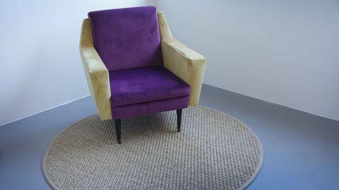 El toque de color de las habitaciones lo aportan sillones clásicos que adquirieron en Isadora Art Deco de A Coruña