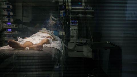 Unidad de cuidados intensivos en el Hospital Universitario Nuestra Señora de La Candelaria, en Santa Cruz de Tenerife