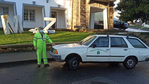 Rey Caamaño es uno de los empleados municipales que suelen usar el vehículo