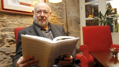 Eslava Galán afirma que escribe para «el hombre de la calle»