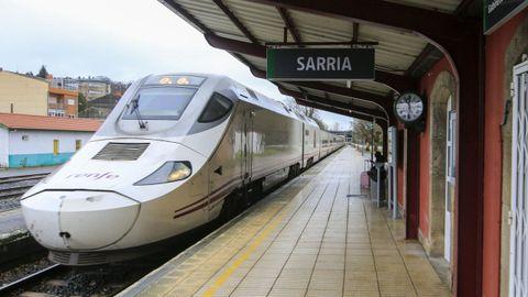 Un Alvia que realiza el recorrido entre Madrid y Lugo, en la estación de Sarria