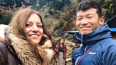 Xiana y Lakpa se conocieron en el viaje que ella soñaba con hacer desde niña y escribieron juntos «Sherpas. La otra historia del Himalaya»